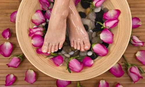Rachaduras nos pés- hidratação