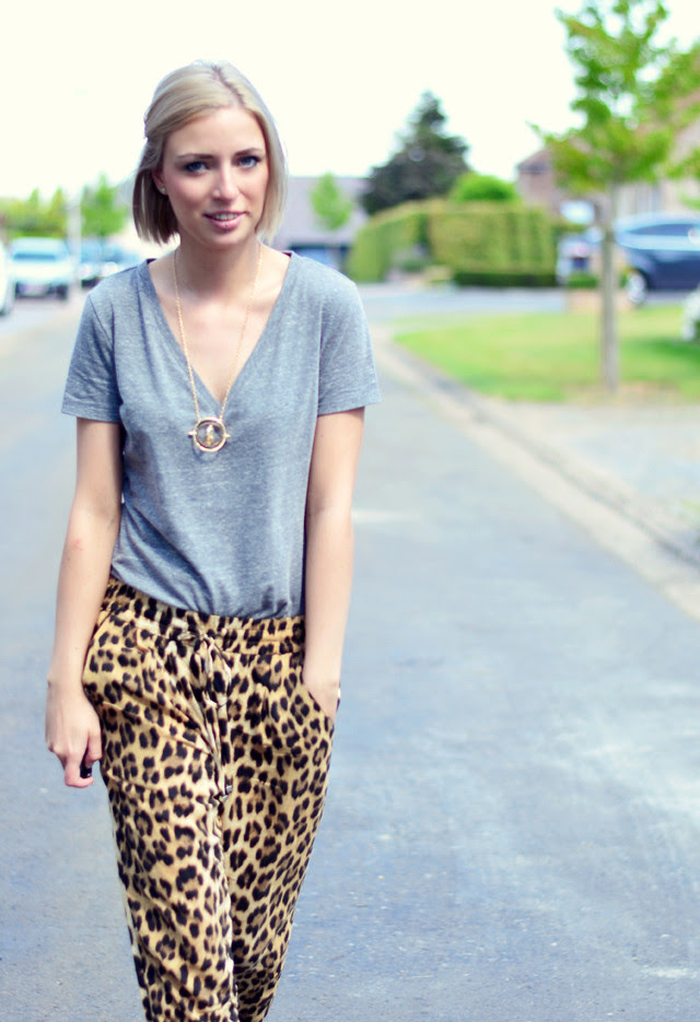 Outfit post by belgium fashion blogger turn it inside out wearing h&m basic v neck t shirt, zara leopard trousers zara trf studded loafers harry potter hermoine time turner necklace ebay