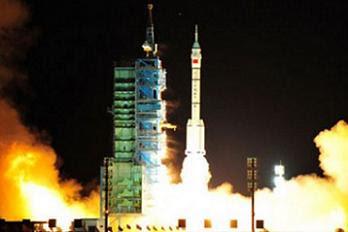 Jun11-2013-Shenzhou10-liftoff-Z123