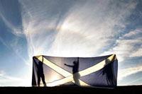 La bandera de Escocia  durante un mitin electoral. Foto: AP