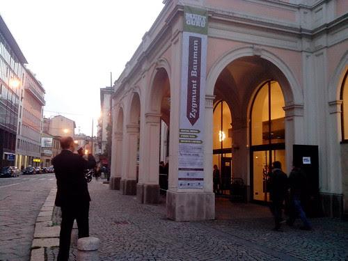 Zygmunt Bauman sul banner del Verme by Ylbert Durishti