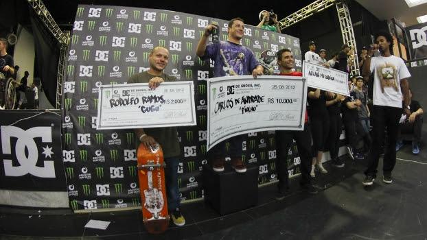Pódio do DC King of Mini Ramp 2012: Rodolfo Ramos (3º), Carlos de Andrade (1º) e Allan Mesquita (2º)