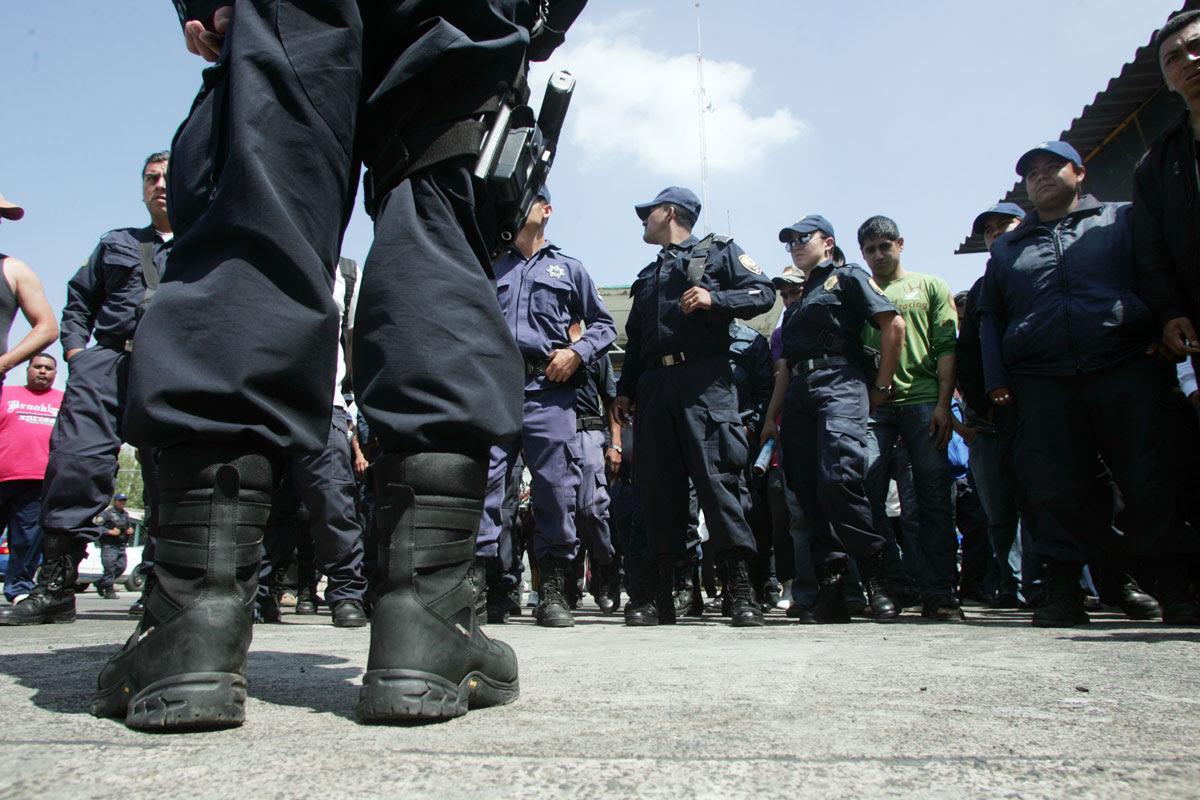 Policías estatales en Michoacán. Foto: Enrique Castro