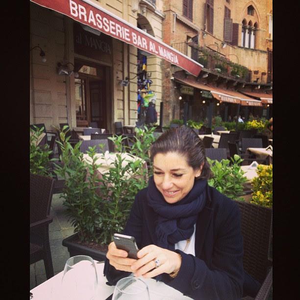 Almoçamos na Trattoria Mangia na Piazza del Campo.  Adorei a minha pasta (feita em casa) alla bottarga e souflé de porcini.  Uma delícia finalmente (o inverno foi longo este ano) poder sentar fora e apreciar a linda praça de Siena.