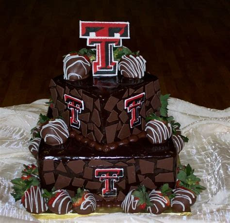 I just love this Grooms Cake! Texas Tech! psh, grooms
