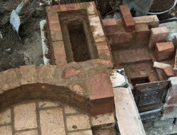 DIY Outdoor Kitchen and Pizza Oven - Constructing the chimney