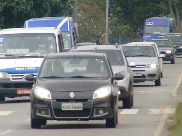 Parte das vans voltaram a circular nesta sexta-feira (30) (Foto: Inter Tv/Reprodução)