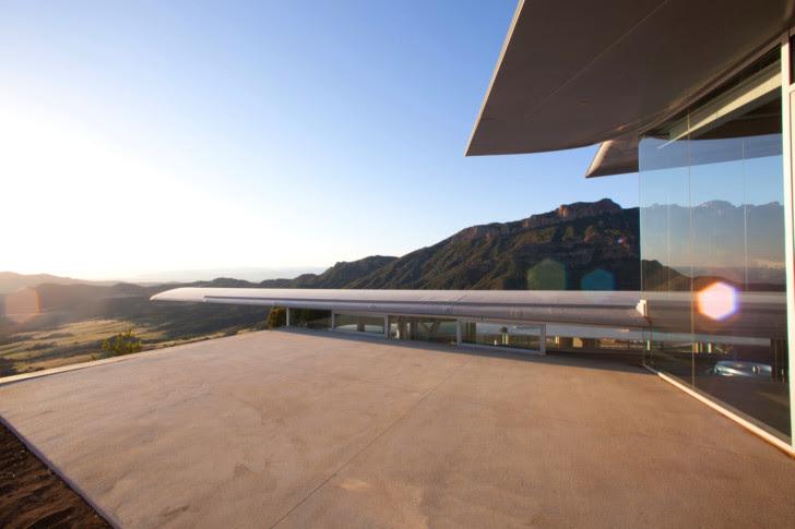 http://inhabitat.com/wp-content/blogs.dir/1/files/2011/06/747-Wing-House-David-Hertz-Architects-1.jpg