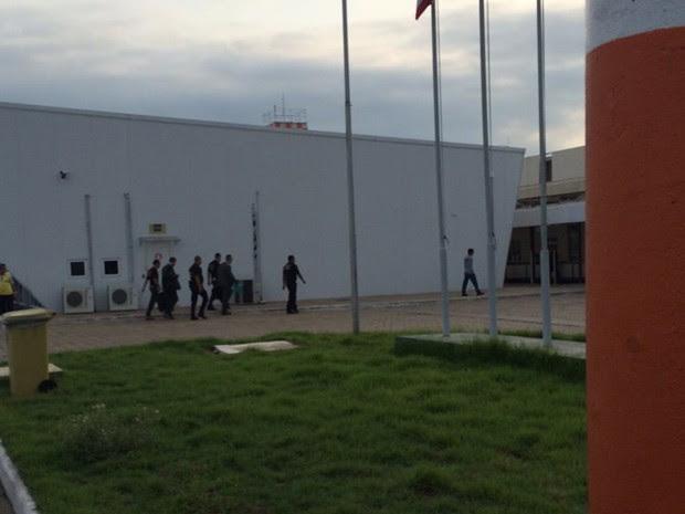 Superintendente do Incra Antônio Carneiro é levado pela PF (Foto: Imirante / Imperatriz)