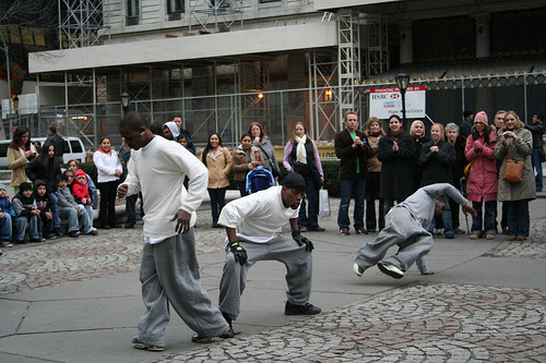 http://cafeanant.files.wordpress.com/2009/04/popping-and-locking-dance.jpg