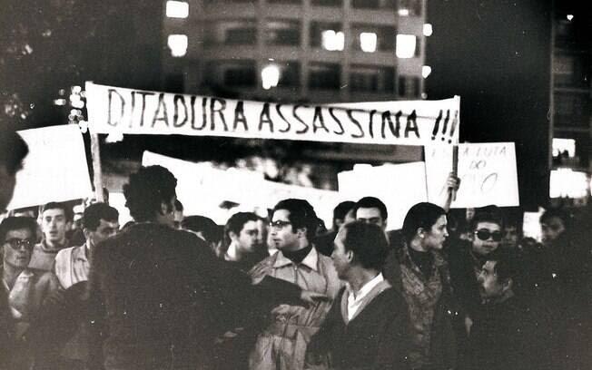 'Abaixo a ditadura' e 'Só o povo armado derruba a ditadura' eram algumas das palavras de ordem usadas. Foto: Arquivo Brasil Nunca Mais