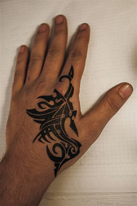 hand tattoos men