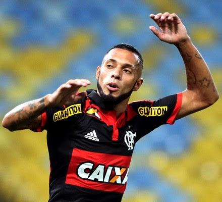 Paulinho, gol Flamengo x Volta Redonda (Foto: Cezar Loureiro / O Globo)