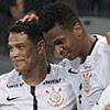 Elenco do Corinthians festejam após um dos gols sobre o Atlético-MG