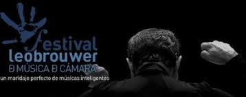 Festival Leo Brower de espaldas