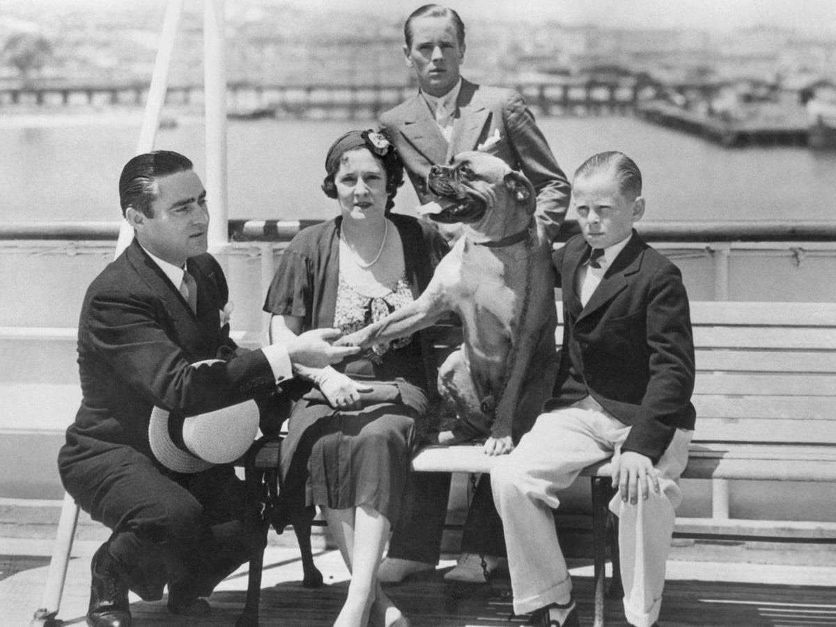By 1932, Dorothy's drinking habits, combined with Livermore's affairs and their lavish spending habits, strained the relationship.