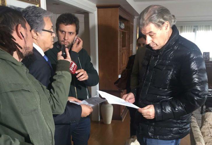 El periodista Víctor Hugo Morales en el allanamiento en su casa.