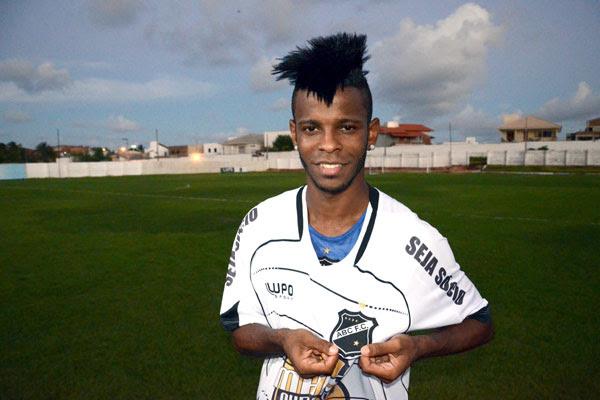 O ABC contratou o jogador Erick Flores, que jogava no Flamengo