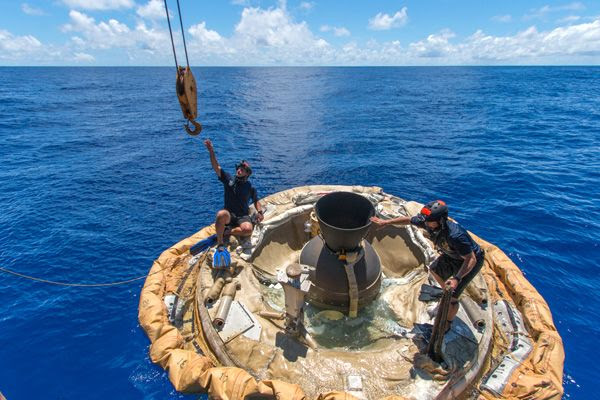 Divers recover NASA's LDSD off the coast of the U.S. Navy's Pacific Missile Range Facility in Hawaii...on June 28, 2014.