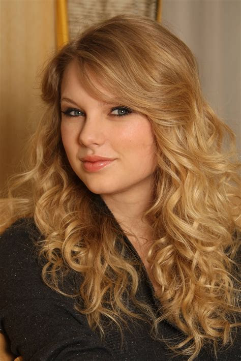 hairstyle photo taylor swift long curly hairstyle