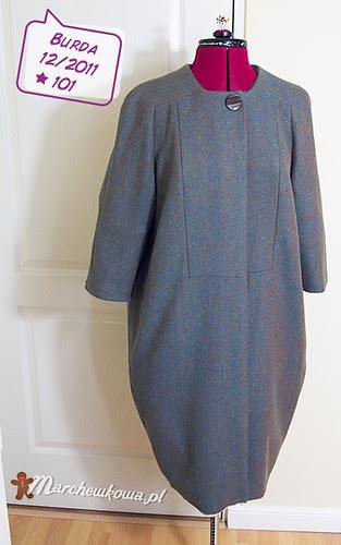 Burda 12-2011-101, wykrój, bubble coat, płaszcz, płaszczyk, wełna, jodełka, szycie, krawiectwo,