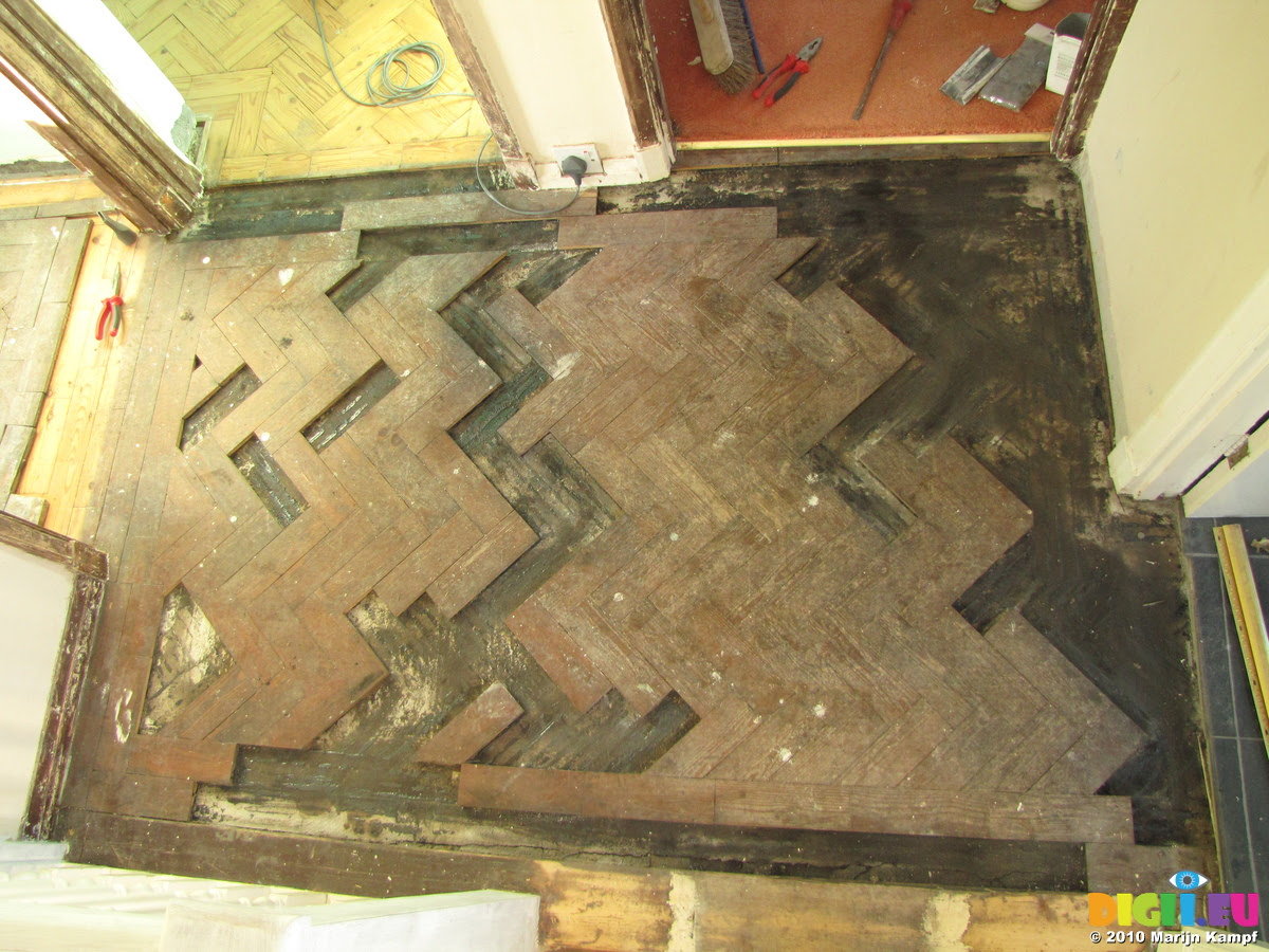 Picture SX17113 Parquet flooring puzzle   20101216-18 Sanded ...