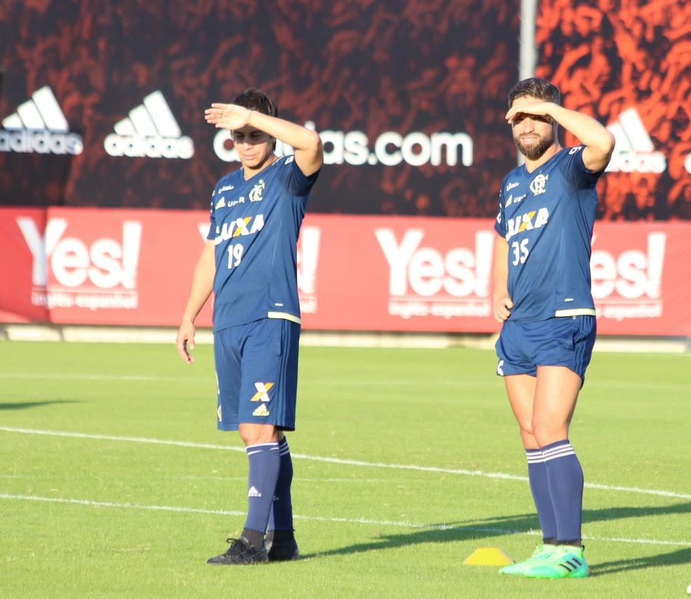Conca e Conca em campo no treino do Flamengo  (Foto: Divulgação/Flamengo)