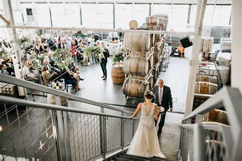COOPERS HALL / PORTLAND, OREGON URBAN WEDDING ? Luke and