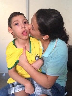 Patrícia conseguiu que estado custeasse Canabidiol para tratamento do filho, em Goiânia, Goiás (Foto: Vitor Santana/G1)