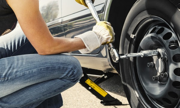 Changing A Car Tire In 6 Easy Steps Smart Tips