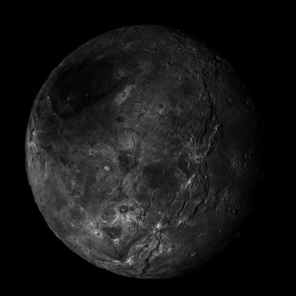 Mosaico de Caronte (NASA/https://www.flickr.com/photos/lunexit/).