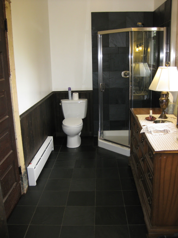 black slate bathroom 2017 - Grasscloth Wallpaper