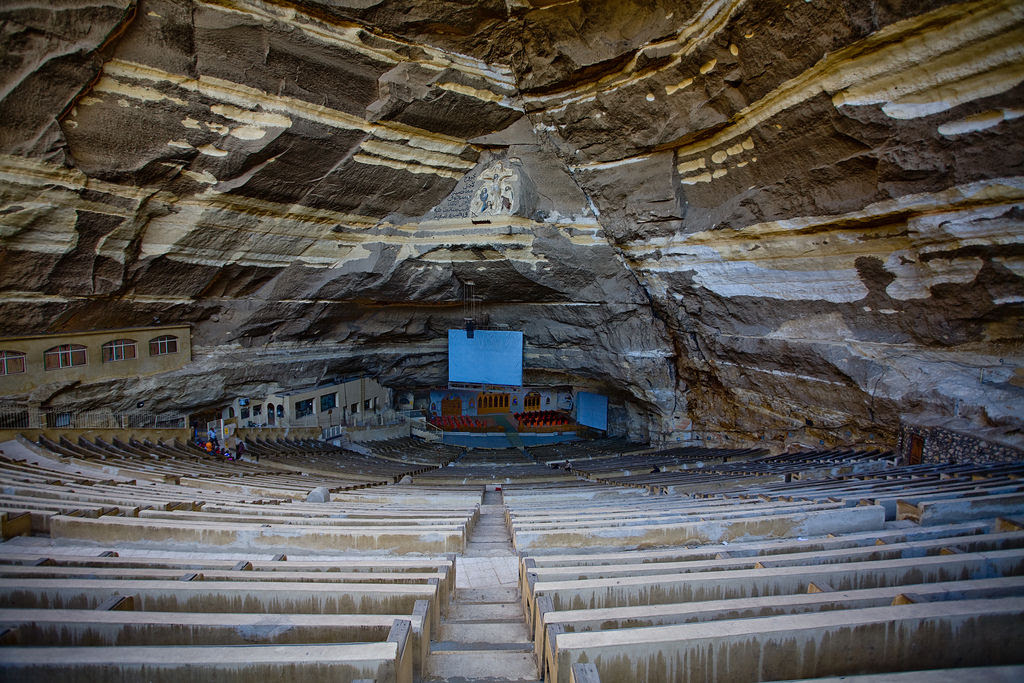 A incrível Igreja da Caverna dos Zabbaleens no Cairo 05