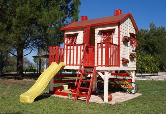 Decoracion mueble sofa casitas de madera infantiles para for Casa jardin infantil