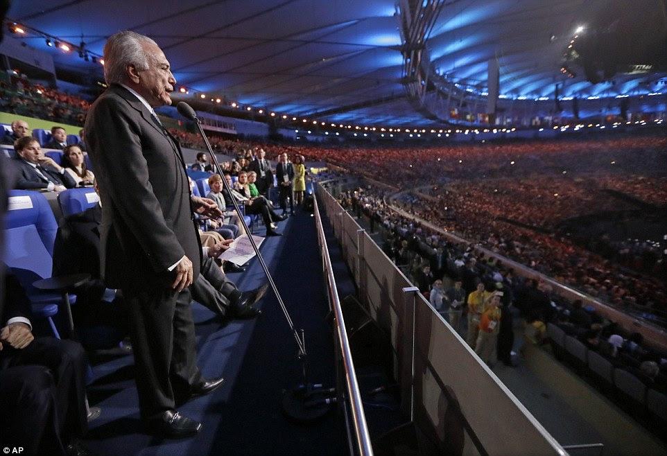 Brasil Presidente interino Michel Temer, cuja presença provocou protestos furiosos, deu um endereço na Cerimônia de Abertura