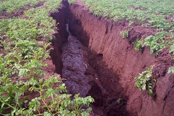 new earth crack kenya, new earth fissure kenya, kenya splitting in two new earths cracks