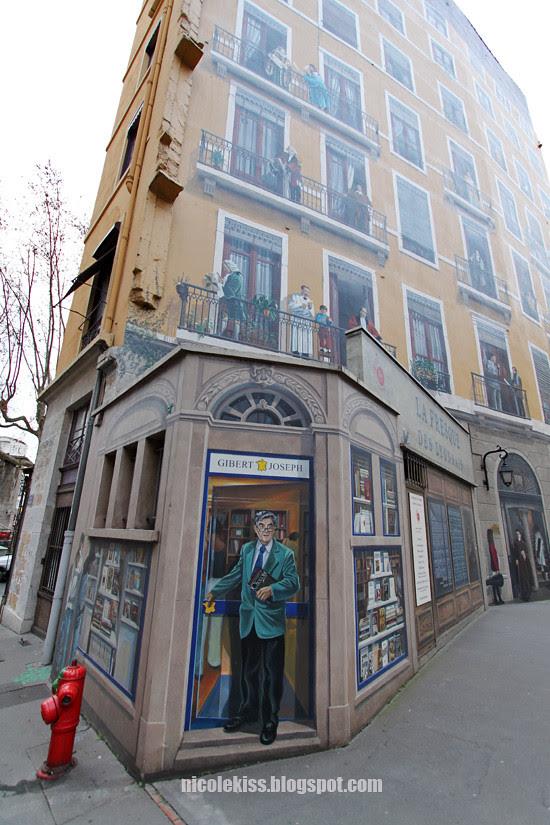 library on a graffiti wall - La Fresque des Lyonnais