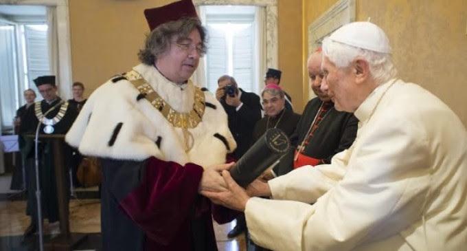 Resultado de imagen de Emérito Benedicto XVI recibe dos doctorado honorario de la Universidad Pontificia Juan Pablo II