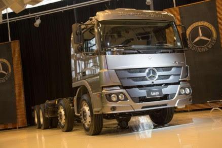 Mercedes-Benz lança caminhão 8x2
