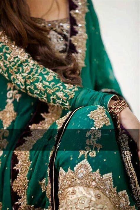 Enchanting Emerald Green ! love her golden work on green o
