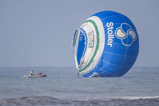 Três balões caem no mar durante Festival de Balonismo de Torres Harleyson Almeida/Especial/Agência RBS
