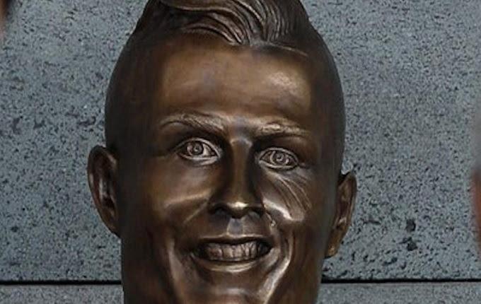 Michael Essien sanggup dibilang salah satu pemain tersukses yang berkarir di dunia sepakbola  Mendapatkan Bentuk Simbolis Sebuah Patung Memang Bikin Tersanjung, Tapi Apa Jadinya Kalau Seperti Ini…