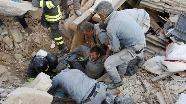 Tareas de rescate en Amatrice (Reuters)