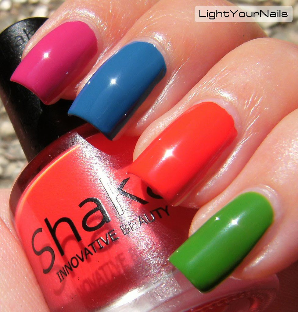 Thumb: Deborah Milano Flip Flop Fantasy; Index: Shaka Spring Passion; Middle: Shaka Into the Sky; Ring: Shaka Hot Love; Pimkie: Shaka Nature Soul