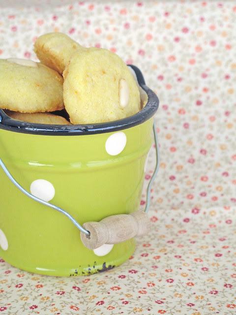 Biscotti arancia e pinoli