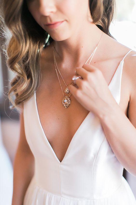 einen wunderschönen Kristall drop geschichteten Halsband wird passen tiefem Ausschnitt brautkleid