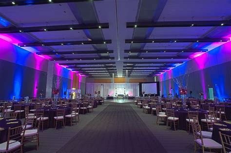Wedding at the Hampton Roads Convention Center // Catering