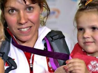 Φωτογραφία για Δίνει το μετάλλιό της για την υγεία 5χρονης