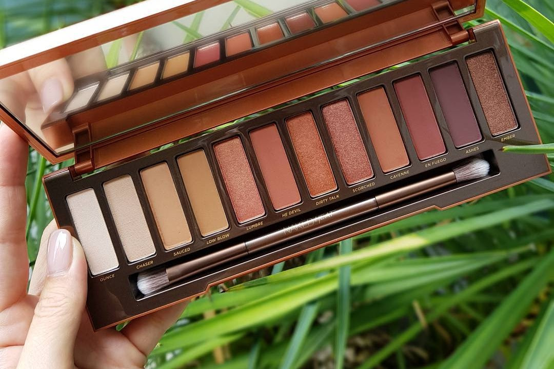 Urban Decay Naked Heat Eyeshadow Palette Swatches