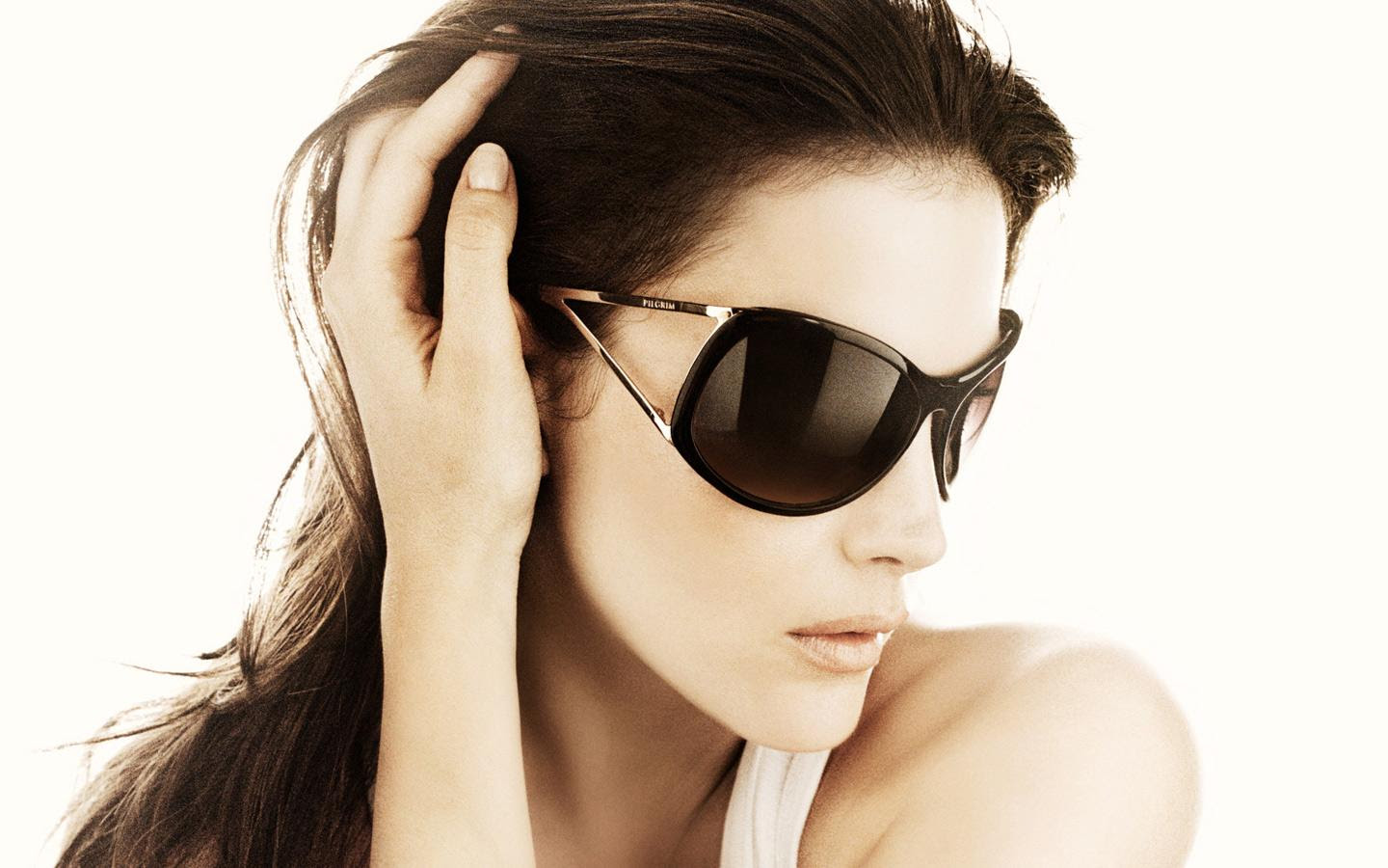 http://www.firmoo.com/answer/tag_img/wrap-around-sunglasses-2.jpg